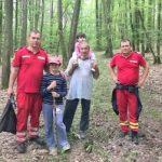 Un bunic cu doi nepoți s-au rătăcit în pădurea de la Țela