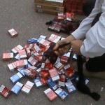 Cinci saci cu țigări de contrabandă, găsiți în mașina unui arădean