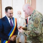 Primarul Falcă a primit o medalie de la militarii americani
