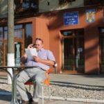 Un fost viceprimar și-a instalat un birou în stradă
