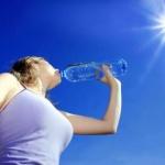 Cod roșu de caniculă. Nu consumaţi alcool şi cafea; beţi multă apă!i