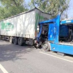 Trei TIR-uri s-au ciocnit pe DN 79, la Șimand