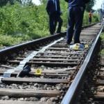 Tânăr care asculta muzică la căști, lovit de tren