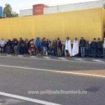 42 de persoane intenţionau să iasă din țară ascunse într-un TIR