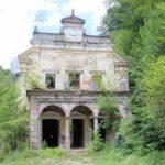 Vila Nufărul – o ruină în Stațiunea Moneasa