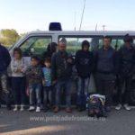 25 migranţi irakieni, reținuți la Nădlac