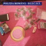 Trei bărbați care vindeau droguri în Arad, arestați