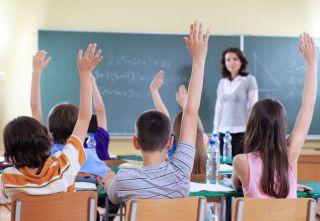 Toţi elevii din municipiul Arad se întorc, începând de luni, la şcoală
