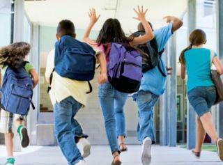 Elevii şi preşcolarii, în vacanţă