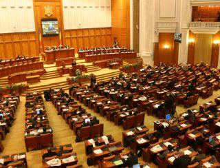 Proiect. Reducerea indemnizaţiei pentru parlamentarii care adresează injurii demnitarilor