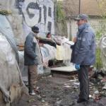 Razie la Gară. Ce au găsit polițiștii locali în buzunarele boschetarilor