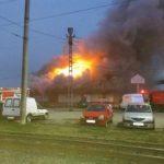 UPDATE Incendiu la un depozit din apropierea Stației CFR Aradul Nou