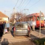 Accident în Grădiște. Un Logan a fost lovit de un tramvai