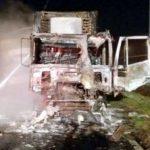 Un TIR cu produse alimentare a luat foc pe autostradă