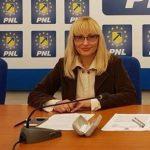 """Antoanela Naaji: """"Inspector adjunct al ISJ Arad votează împotriva investițiilor în învățământul arădean!"""""""