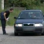 Atenție la autostopiști! Trei adolescenți au furat banii șoferului