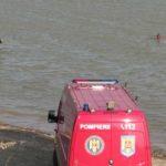 UPDATE 2 O mașină a căzut în lacul de la Ghioroc. Cadavrul șoferului, scos din apă