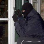 Hoții au furat de mai multe ori dintr-o casă din Vinga