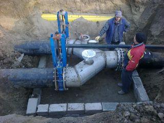 Compania de Apă Arad a reabilitat o conductă de canalizare pe sub Mureș
