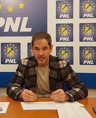 """Ovidiu Moșneag: """"Aradul pierde, pesedistul Tripa râde și laudă Guvernul"""""""