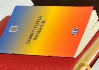 Proiect. Fiecare român care împlineşte 18 ani să primească un exemplar din Constituţie