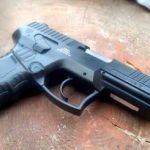Un elev cu un pistol a provocat panică la o școală din Ineu