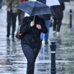 Ploi şi intensificări ale vântului în vestul țării