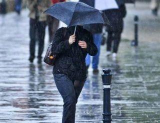 Informare meteo. Ploi temporare şi averse însoţite de descărcări electrice