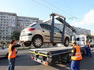 A început ridicarea mașinilor parcate neregulamentar sau abandonate