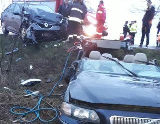 Accident pe DN 79. Cinci persoane au ajuns la spital