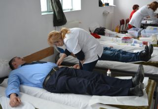 """Peste 22.000 ml. de sânge """"bleu-jandarm"""" au părăsit legal sediul Jandarmeriei Arad"""