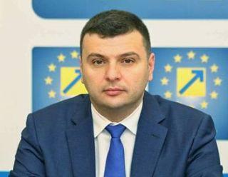 """Sergiu Bîlcea: """"5.000 de arădeni au semnat pentru construirea parcării subterane din Piața «Avram Iancu»"""""""