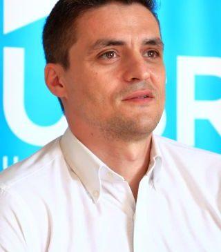 """Sergiu Vlad: """"Bursele școlarilor arădeni au fost tăiate la jumătate"""""""