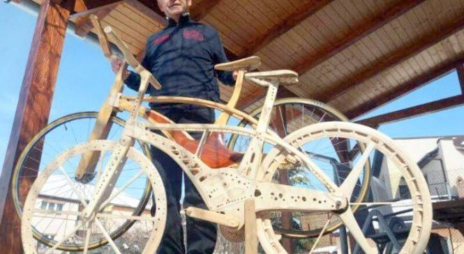 Cea mai uşoară bicicletă de lemn din lume e realizată în Arad