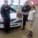 Geantă cu acte, bani și carduri, găsită de jandarmii din Chișineu Criș