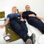 Jandarmii arădeni donează sânge pentru o șansă la viață