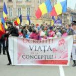 """""""O lume pentru viață"""". Marș organizat în Arad"""