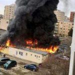 UPDATE 2 Piață agroalimentară din Arad, distrusă de incendiu