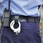 Un băiat în vârstă de 16 ani susţine că a fost bătut de poliţişti