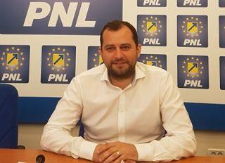 """Răzvan Cadar: """"Guvernul PSD a refuzat de la finanţare 77 de kilometri de drum judeţean în Arad"""""""