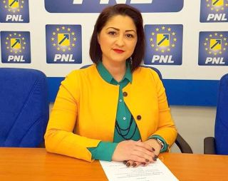 """Roxana Tabuia: """"PNL adună gunoiul abandonat de USR"""""""