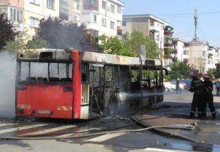 Un autobuz a luat foc într-o staţie din Arad