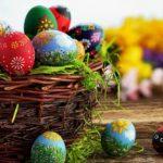 Tradiţii de Paşte: De la vopsirea ouălor, înnoirea hainelor, până la cadourile Iepuraşului