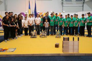Elevi arădeni și-au etalat roboții construiți de ei