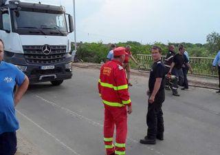 O camionetă a căzut de pe pod la Seleuș. Un mort şi doi răniţi răniţi