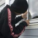 Adolescent cercetat de polițiști. A furat ceasuri, bijuterii și miere