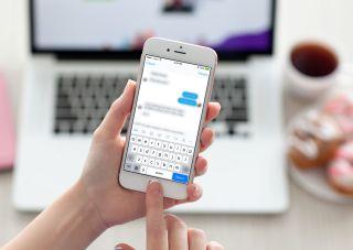 Un român a trimis 7.648 de SMS-uri fostei sale soţii