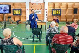 Primarul Falcă, acuzat că ține discursuri politice în școli din Arad