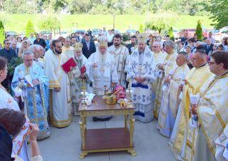 Târnosirea bisericii din Parohia Arad – Micălaca Nouă, săvârșită de trei ierarhi