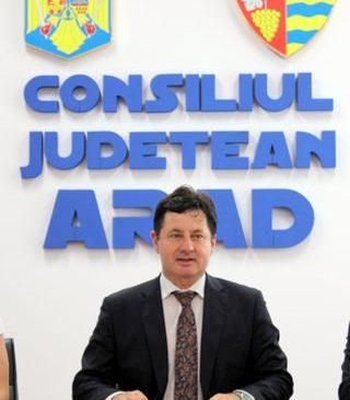 """Preşedintele CJ Arad le cere ziariştilor să """"închidă ochii"""" la unele probleme"""